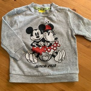 5/$30 Disney / Mickey & Minnie Mouse / Sweatshirt